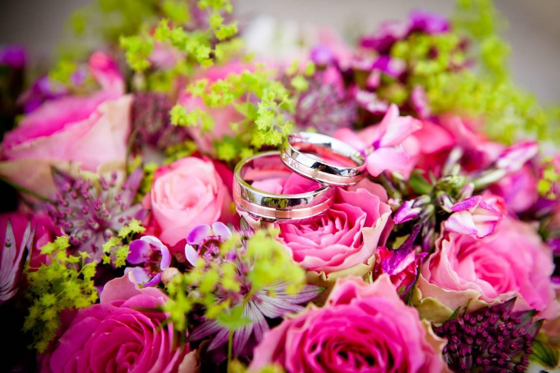 Hochzeitsring und Strauss - Heiraten in Italien