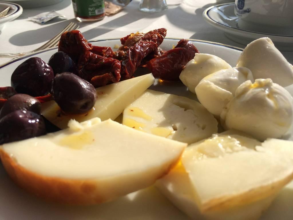 Italienischer Käseteller - Kulinarische Reisen - Die traditionelle Küche