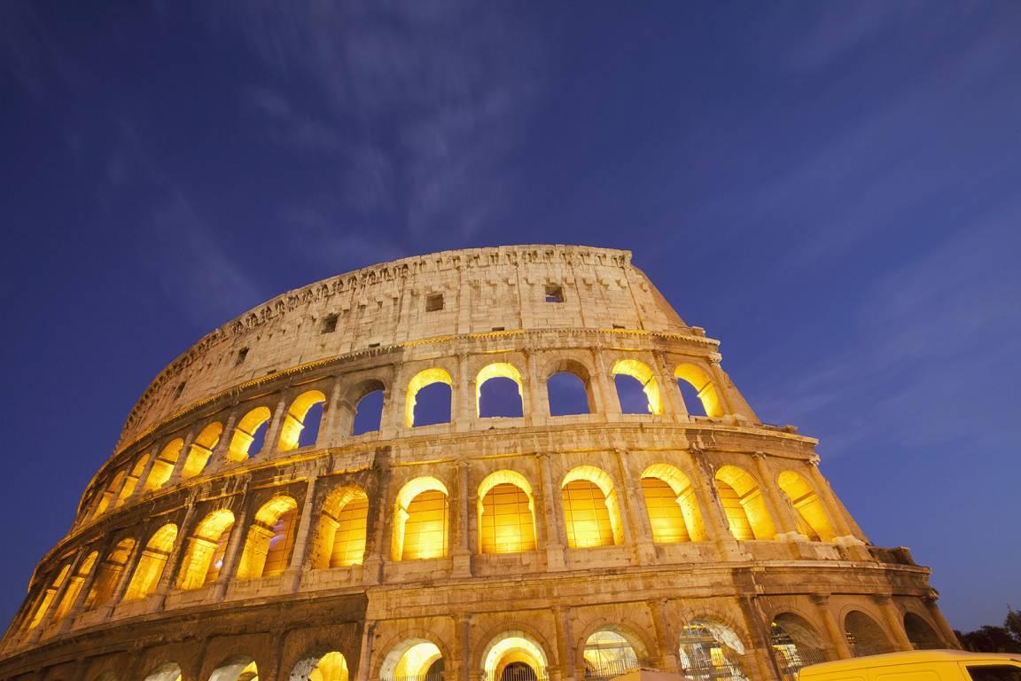 Latium - Stadt Rom und Kolosseum bei Nacht